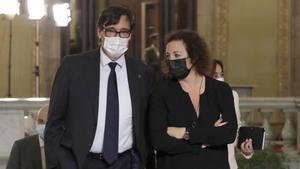 Salvador Illa acompañado de Alicia Romero, en el Parlament.