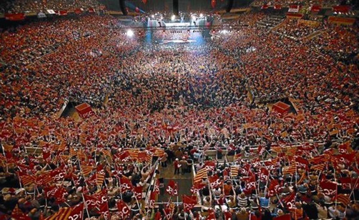 Imagen del Palau Sant Jordi, abarrotado durante el mitin final de la campaña socialista para las últimas elecciones generales, en marzo del 2008.