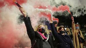 Protesta en contra de las nuevas restricciones sobre el aborto en Polonia, este jueves en Elblag.