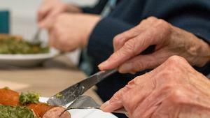 Rubí distribueix un àpat diari a 65 persones en situació de risc per la Covid-19