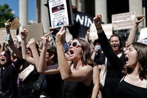 Manifestación feminista contra la designación de dos ministros franceses, en París.