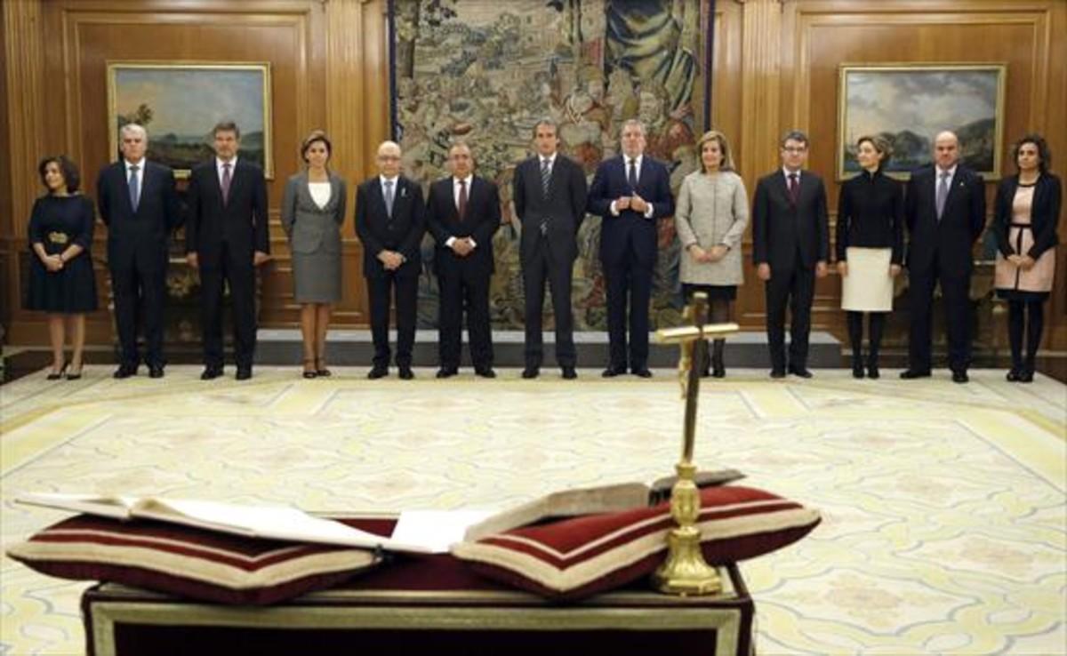 Los miembros del nuevo Gabinete de Rajoy, el viernes, en la ceremonia de toma de posesión en la Zarzuela.