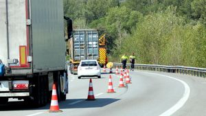 Lugar en la AP-7 donde chocaron un turismo y un camión y fallecieron tres jóvenes el lunes.