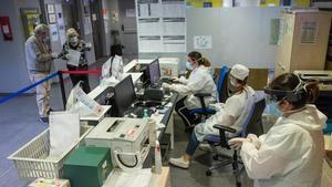 Dispositivo de protección contra el coronavirus implantado en el CAP Montnegre de Barcelona.