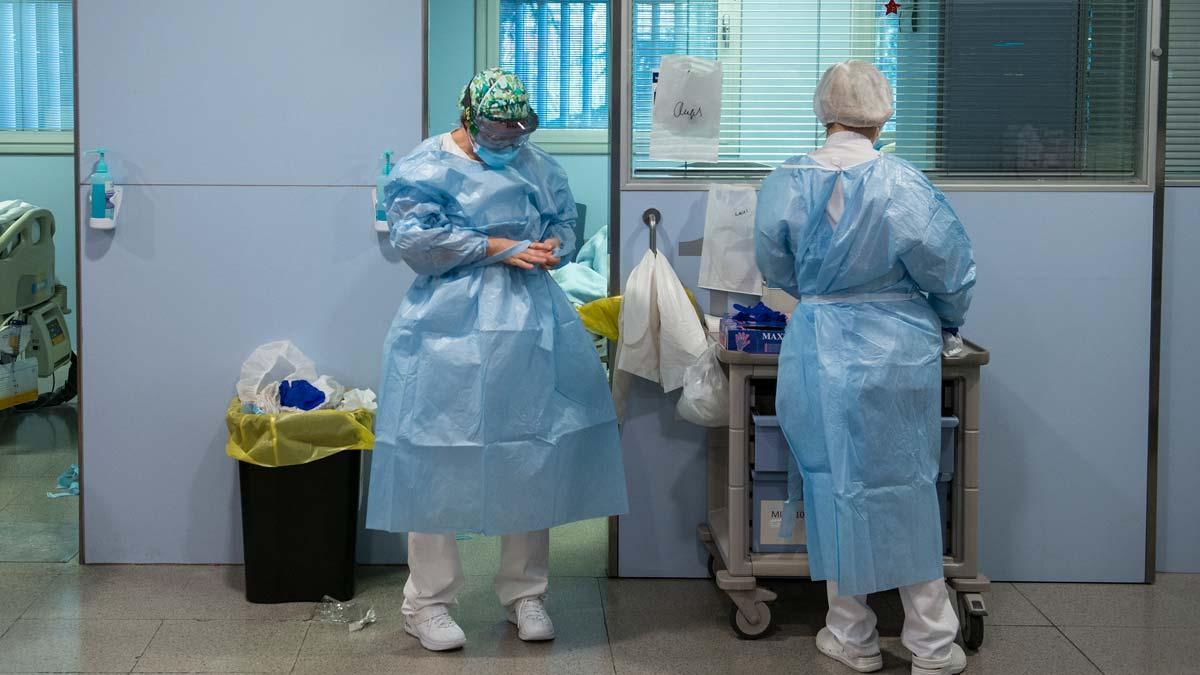 Sanitarios en el Hospital Josep Trueta de Girona.