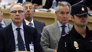 Los expresidentes de Bankai y Caja Madrid, Rodrigo Rato yMiguel Blesa, durante el juicio por las polémicas tarjetas opacas de Caja Madrid, el 26 de septiembre del 2016.