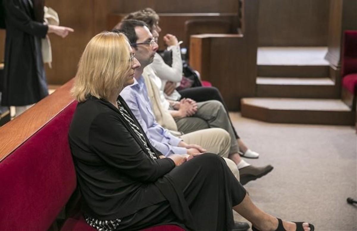 Assumpta Escarp, en primer término, durante el juicio, estemiércoles.