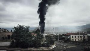 Bombardeo en una ciudad del Alto Karabaj.