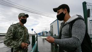 Control fronterizo entre Ucrania y la autoproclamada República de Donetsk.