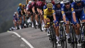 El pelotón del Tour 2019, con Julian Alaphilippe, todavía de amarillo.