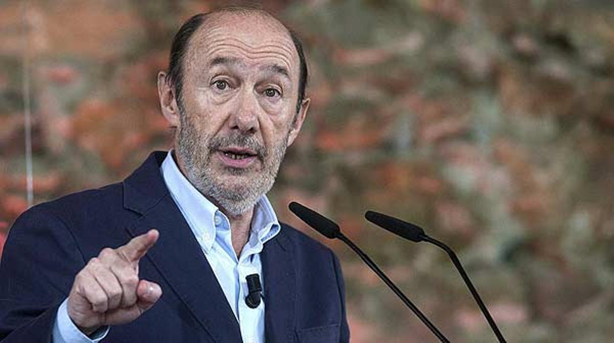El secretario general del PSOE ha propuesto una reforma fiscal que permita recaudar 40.000 millones de euros en cinco años.
