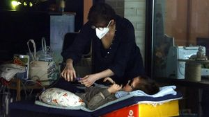 Fa 7 mesos que una família de Manlleu està confinada per evitar el seu fill, que té una malaltia rara, es contagiï