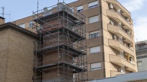 Parte posterior de las obras de la chimenea de la macrococina que se esta construyendo en la calle de Felipe de Paz, en Les Corts.