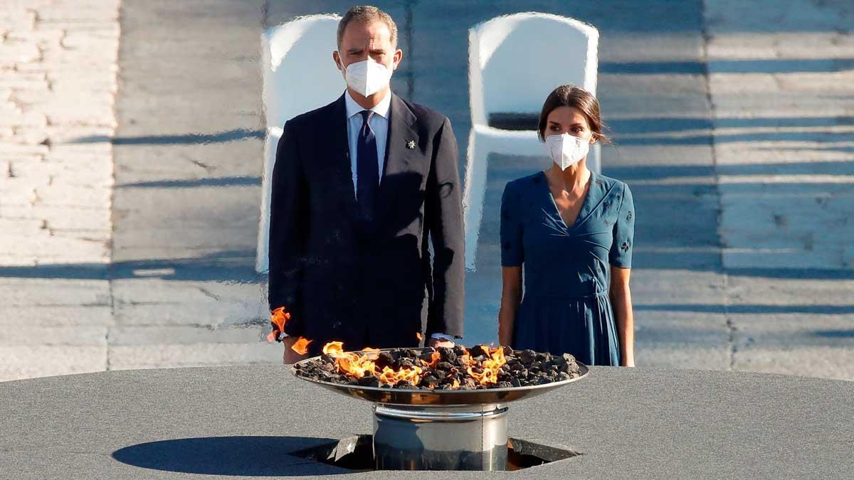 Los Reyes, en el acto de homenaje a las víctimas de la pandemia de covid y a los sanitarios celebrado en el Palacio Real en Madrid.