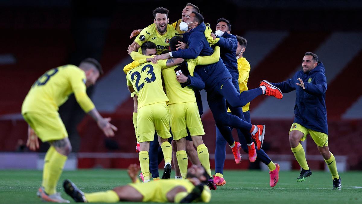 Los jugadores del Villarreal celebran la clasificación para su primera final europea, este jueves en Londres.