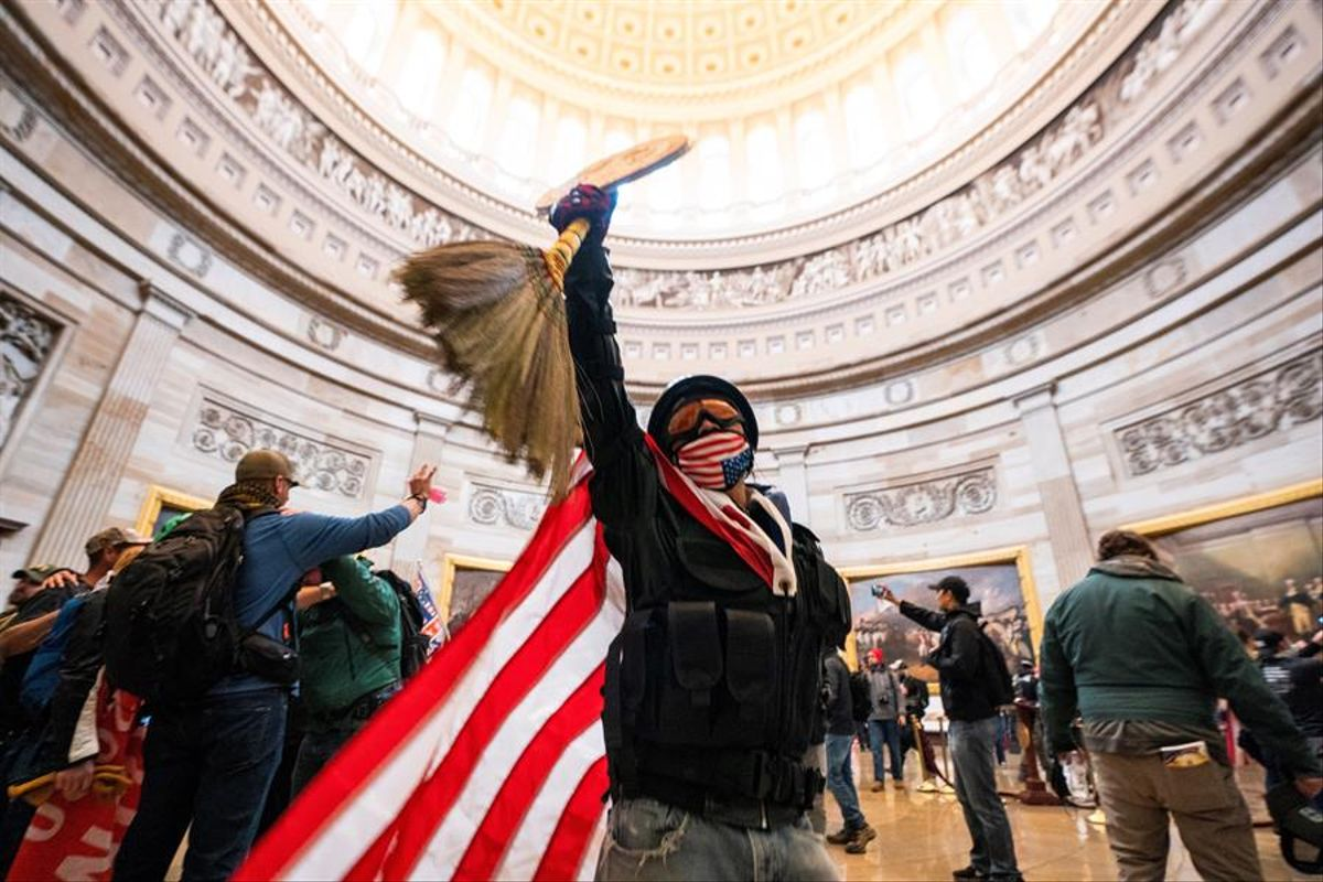 Una de las imágenes del asalto al Capitolio captadas por Jim Lo Scalzo
