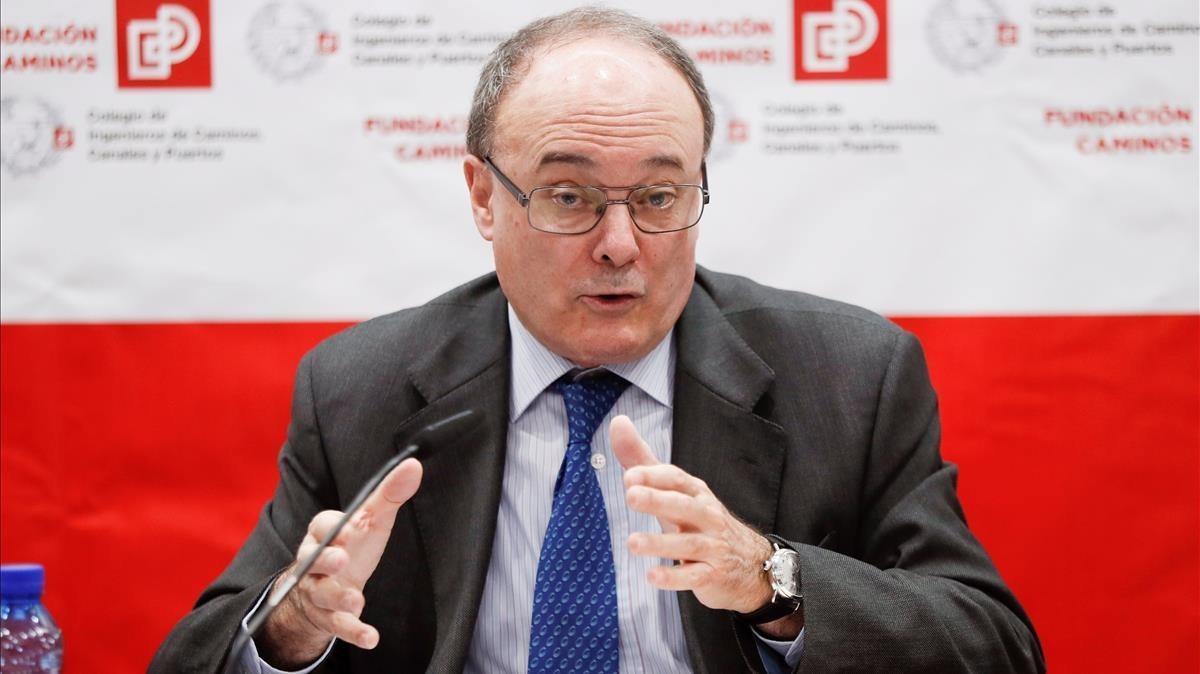El gobernador del Banco de España, Luis María Linde, durante su intervención en un foro organizado por el Colegio de Ingenieros de Caminos, Canales y Puertos.
