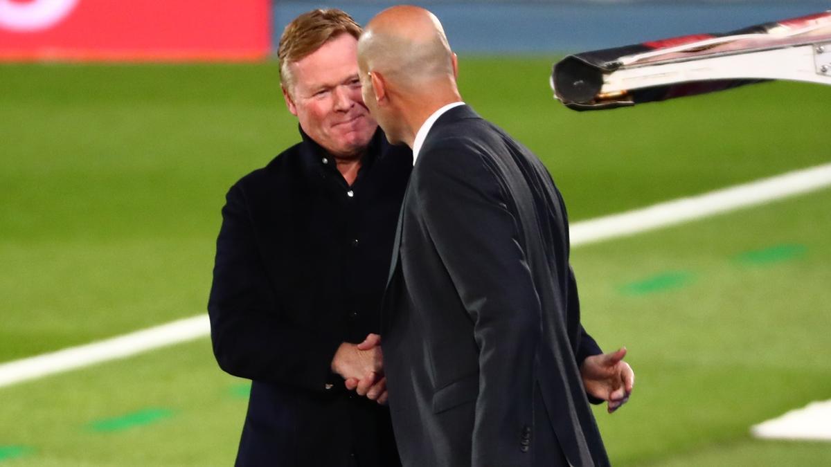 Zidane y Koeman se saludan tras el último clásico.