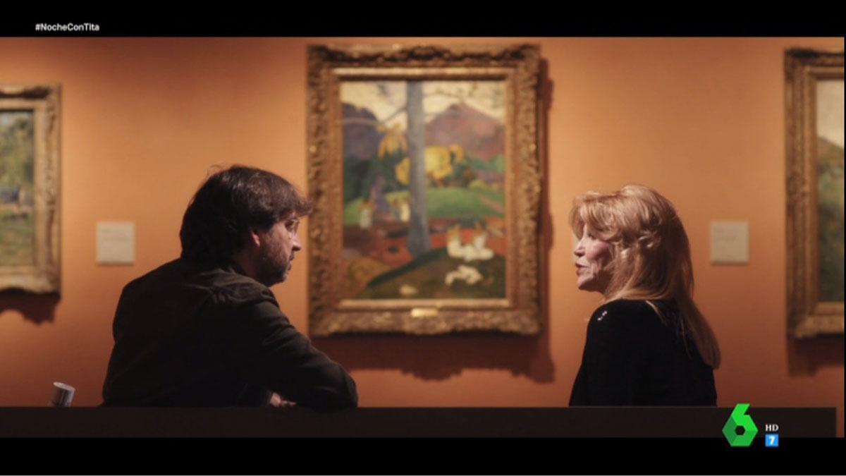 Tita Thyssen y Évole frente a 'Mata Mua'.
