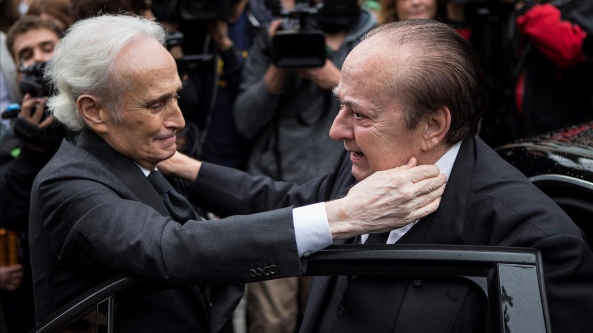 Josep Carreras da el pésame a Carlos, hermano de Montserrat Caballé.