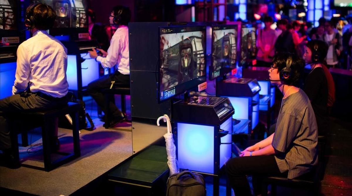 Los videojuegos se han quedado sin multitudinarios eventos, pero los jugadores siguen disfrutando de ellos desde sus casas