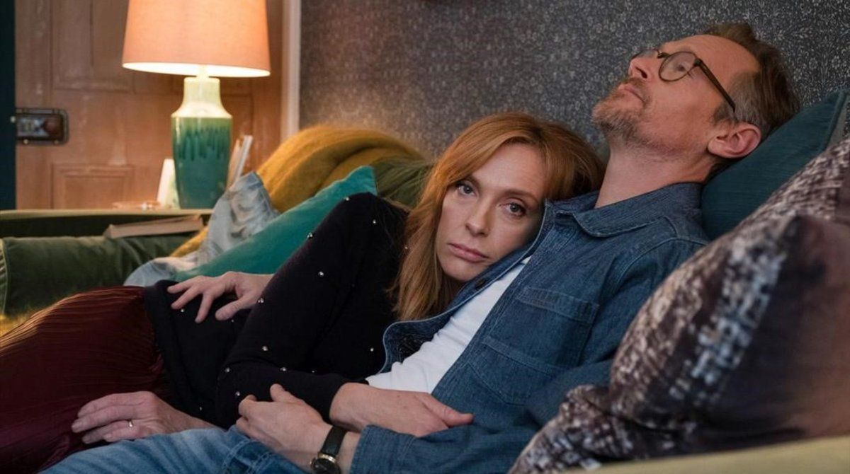 Joy (Toni Collette) y Alan (Steven Mackintosh), de la serie 'Waterlust'.