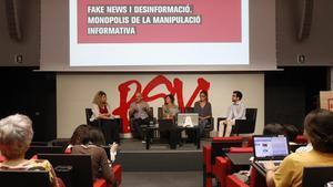 Presentación del informe sobre 'fake news' elaborado por Xnet, en el Auditori de la BSM-Universitat Pompeu Fabra