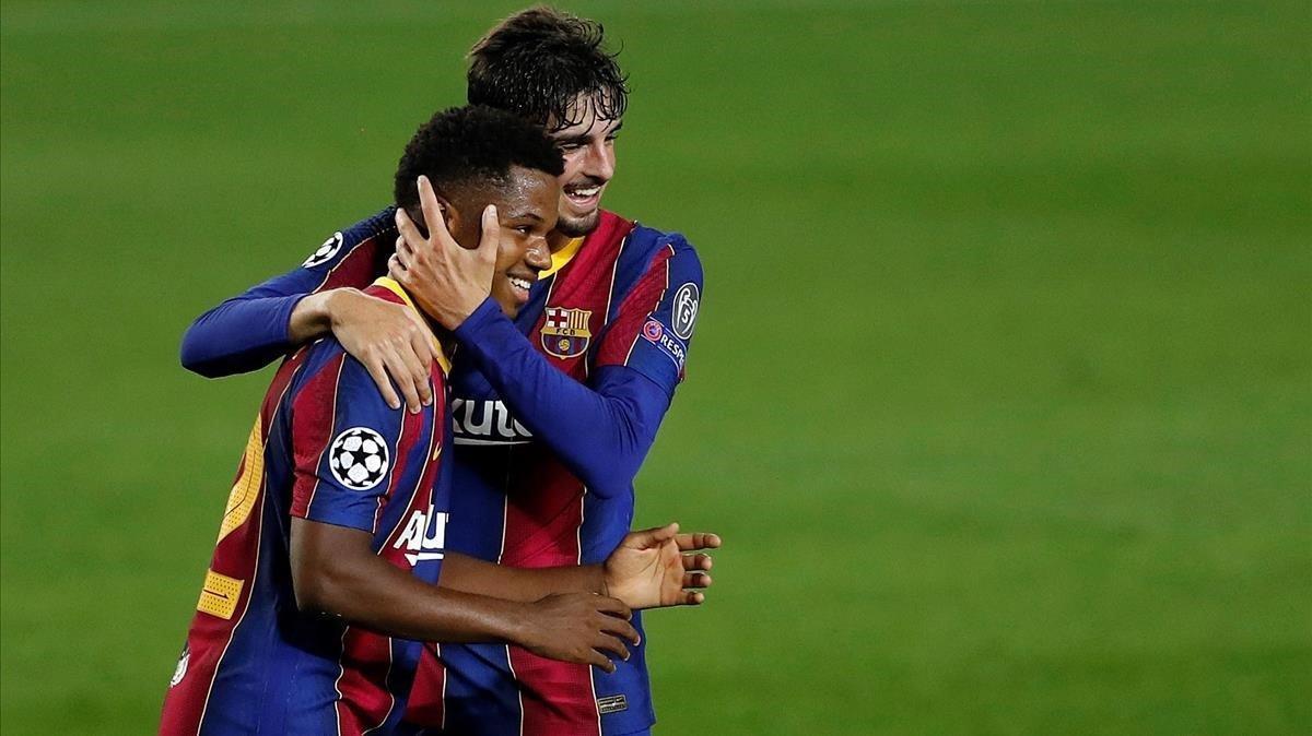 Ansu Fati celebra el segundo gol del partido con Trincao