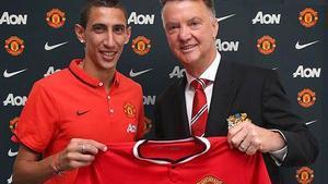 Di María y Van Gaal, con la camiseta del United.