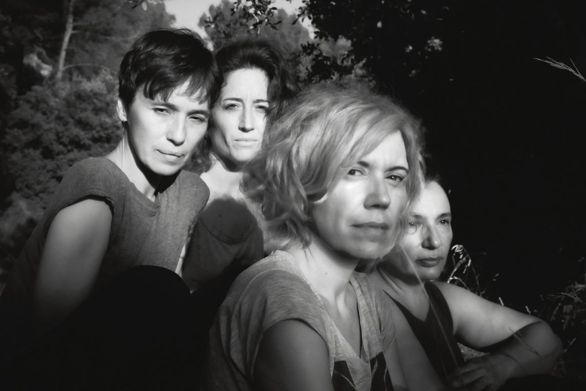 Imagen promocional de 'Encara hi ha algú al bosc' de Anna Ricart