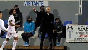 Zinedine Zidane durante el partido ante el Alcoyano.