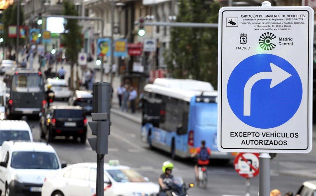 Madrid Central vuelvea multar a los vehículos no autorizados a circular por la zona de bajas emisiones.
