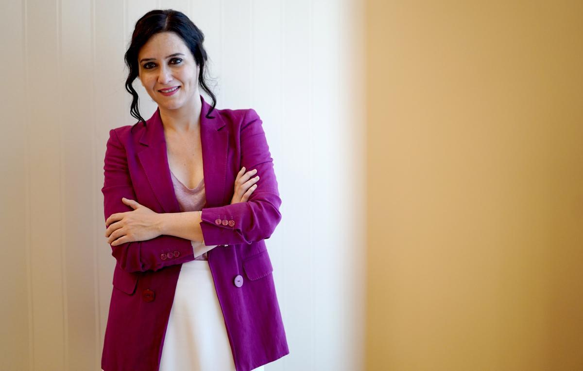 Isabel Díaz Ayuso posa, el pasado viernes, tras realizar la entrevista.