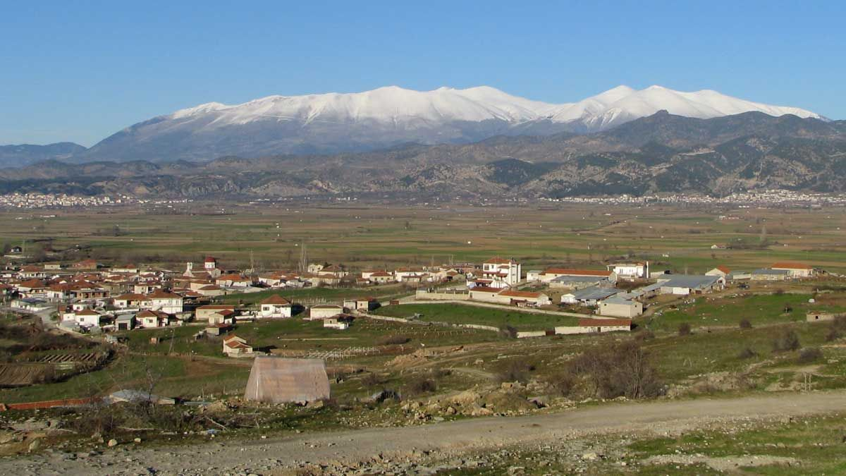 Elassona y la montaña de Olymbos, en Grecia.