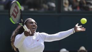 Serena, en su partido ante Mladenovich, en Wimbledon.