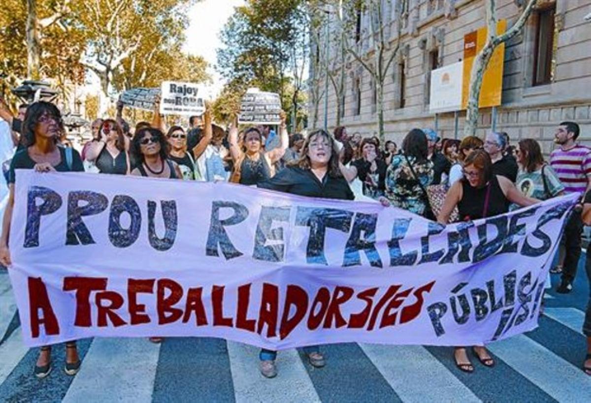 Manifestación de empleados públicos contra los recortes salariales, el pasado septiembre en Barcelona.