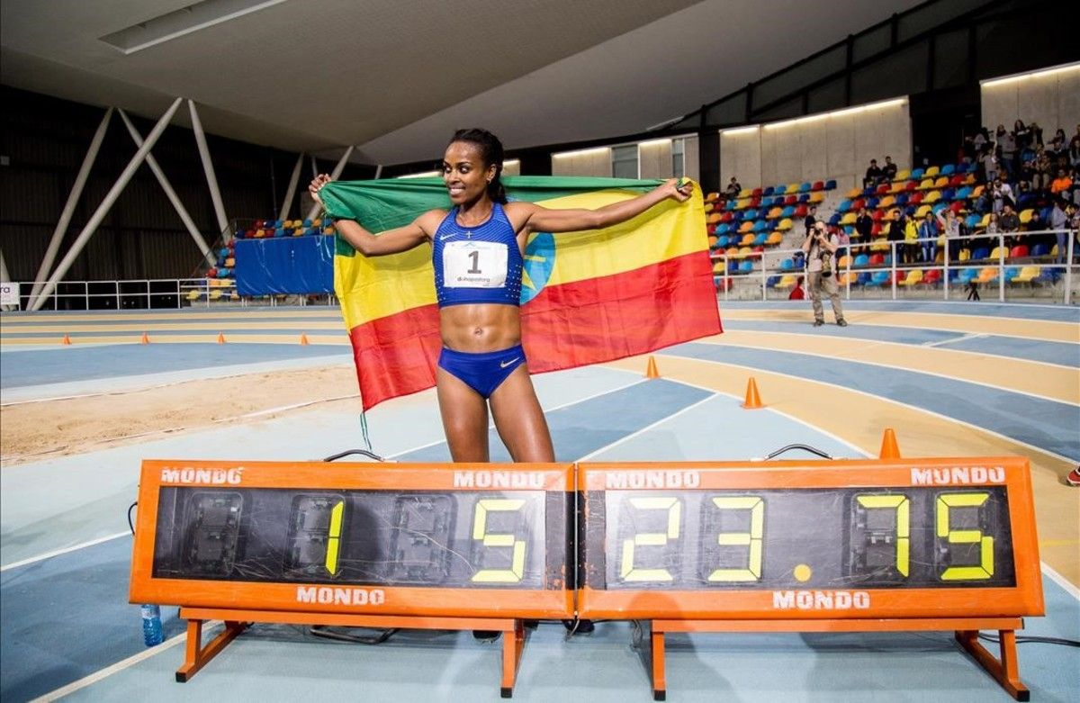 Dibaba celebra su nuevo récord del mundo en Sabadell.