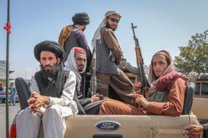 Un grupo de talibanes este lunes en Kabul, la capital de Afganistán.