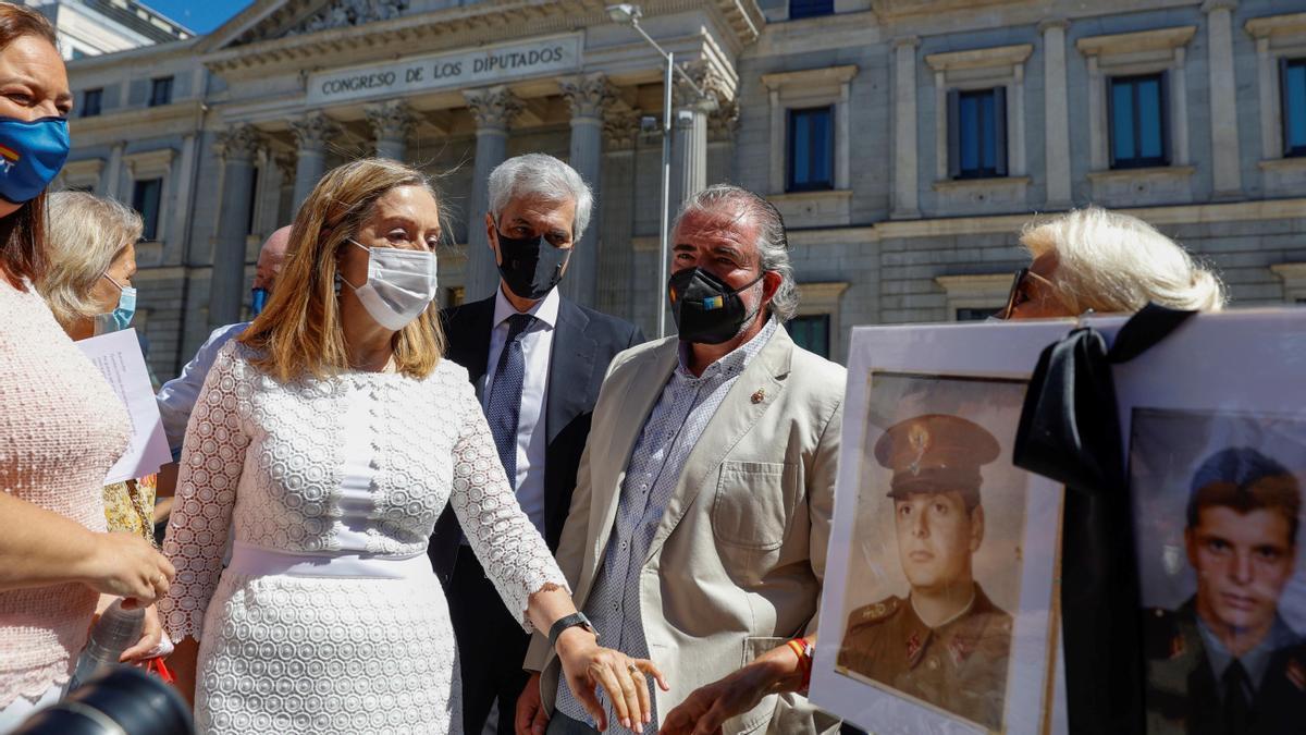 El PP s'afegeix a Vox i planta l'homenatge a les víctimes del terrorisme