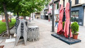Tiendas y bares cerrados en Lleida.