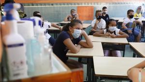 Gel hidroalcohólico, en una aula de la escuela L'Esperança de Barcelona.