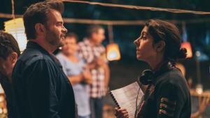 La directora, Julie Manoukian, con el actor Clovis Cornillac durante el rodaje