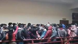 Captura del vídeo del terrible suceso en que el perdieron la vida siete estudiantes en Bolivia.