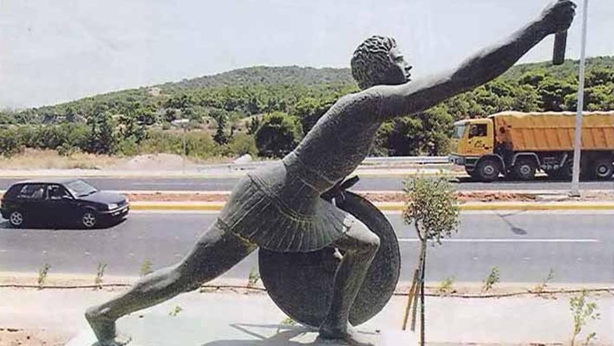 Estatua dedicada a Fidípides en la carretera de Maratón a Atenas.