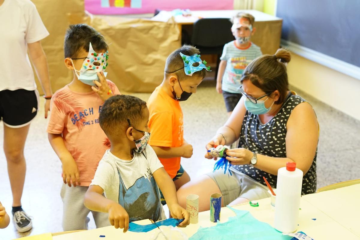 Más de un millar de niños y niñas apuntados en los casales de verano de Esplugues
