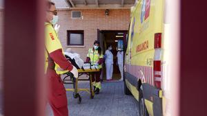 Madrid deixarà sortir de les residències almenys tres dies avis sense anticossos