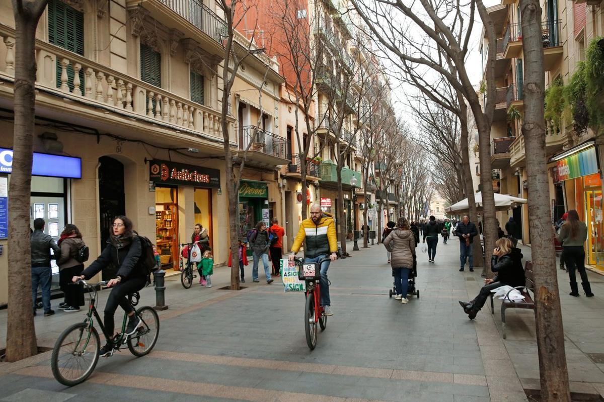 Calle de Rogent, remanso peatonal sin turistas.