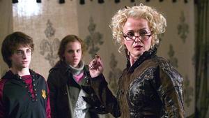 Miranda Richardson (derecha), como Rita Skeeter en 'Harry Potter y el cáliz de fuego'.