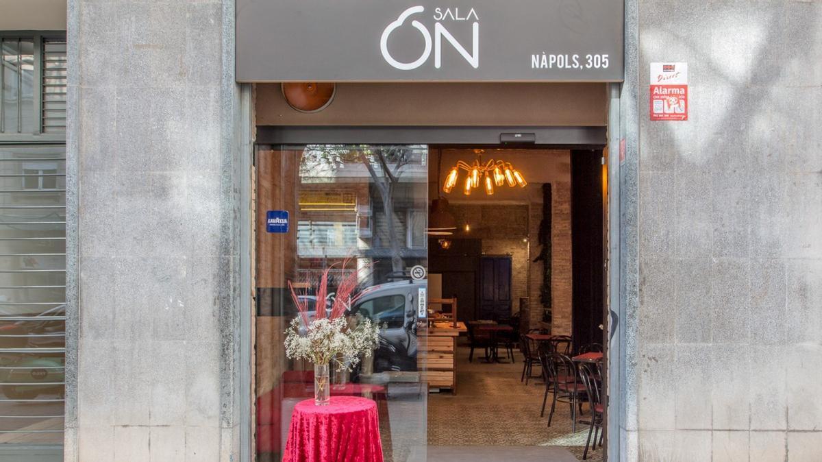 Aspecto de la entrada de la sala Ón BCN, en la calle Nàpols.