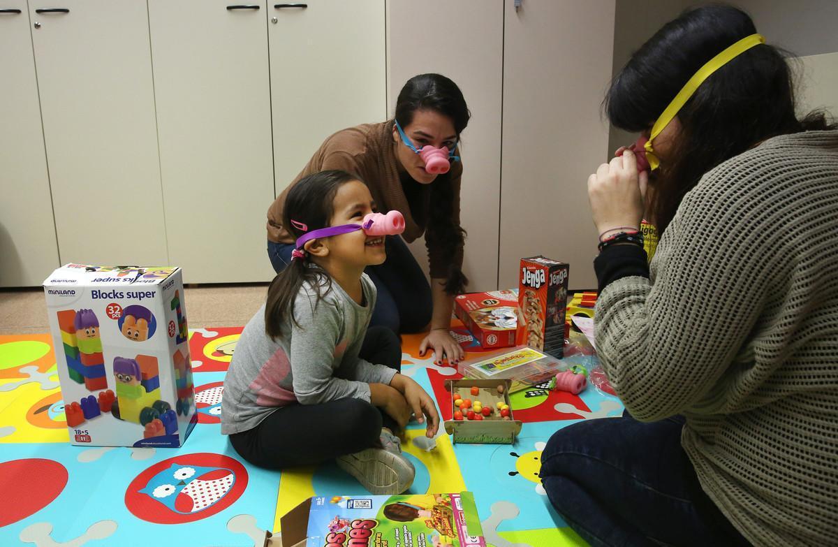 Las familias españolas buscan cada vez más que los canguros dominen el inglés.